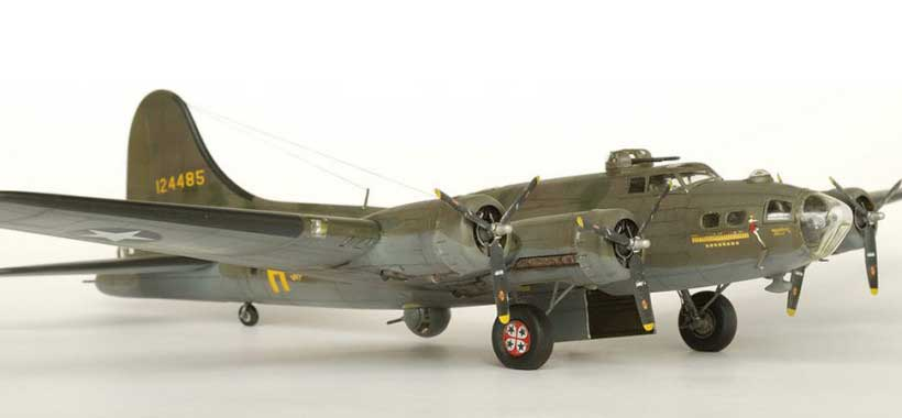 Model plane B-17F Memphis Belle