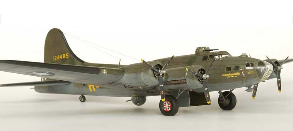 Model plane B-17F Memphis Belle