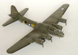 Model plane B-17F Memphis Belle (15)