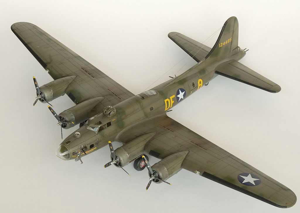 Model plane B-17F Memphis Belle (4)