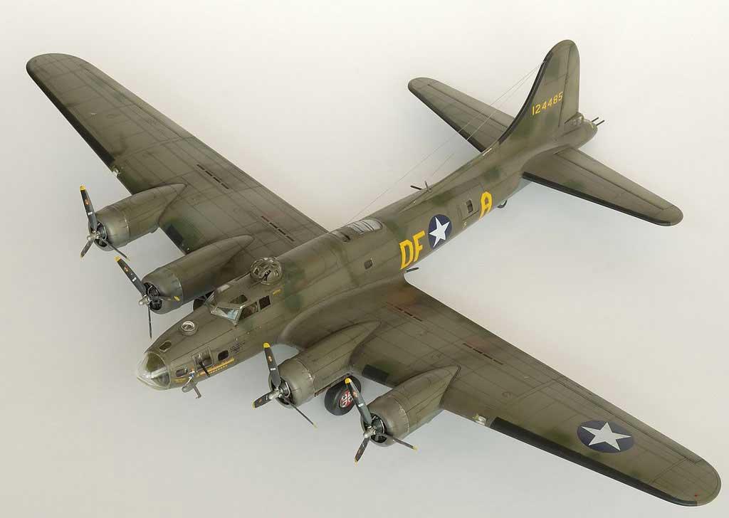 Model plane B-17F Memphis Belle (4)