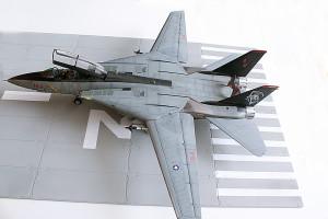 Plastic model airplane kit. F-14D (48)