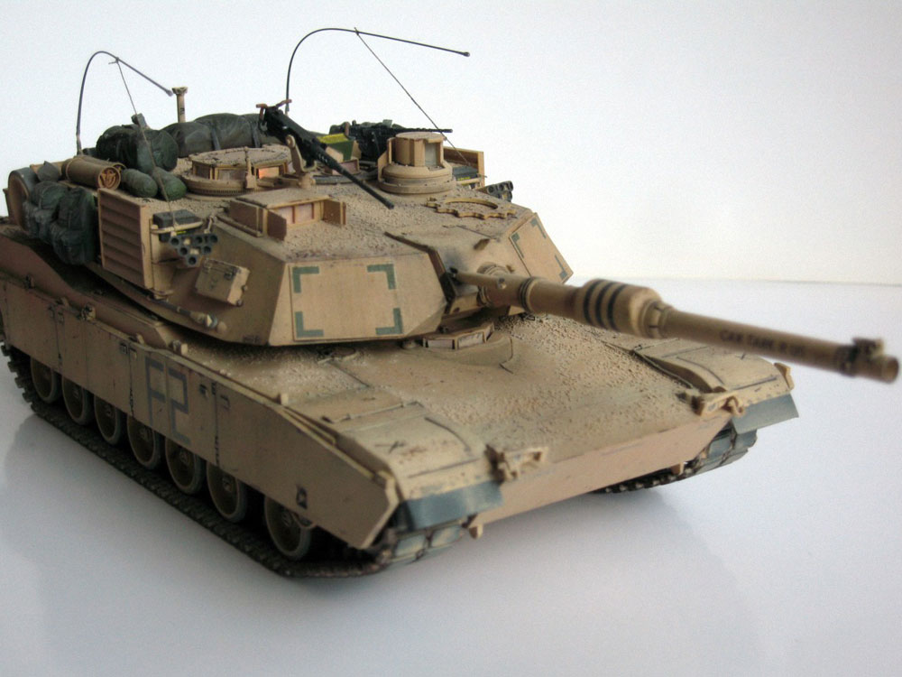Model of a USA tank Abrams M1A2 assembled from Zvezda kit